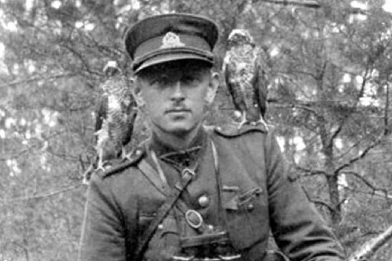 Adolfas Ramanauskas-Vanagas su vanagėliais.<br>Archyvo nuotr.