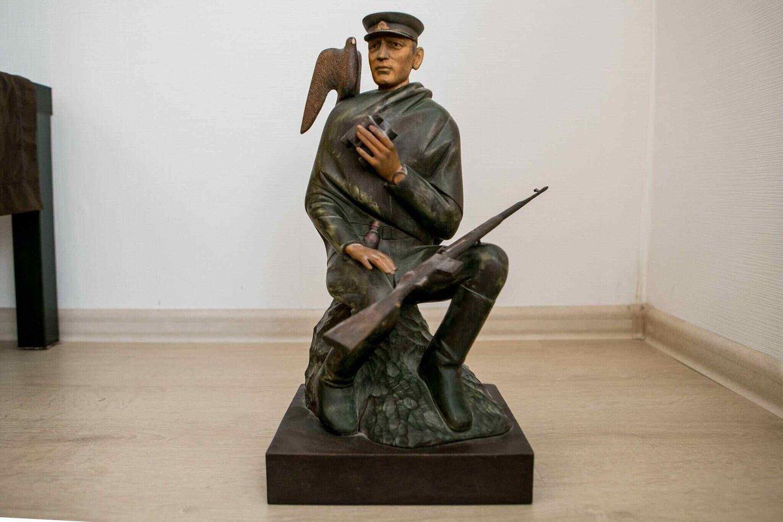 Skulptoriaus Stanislovo Kuzmos darbas Adolfui Ramanauskui-Vanagui atminti.<br>Archyvo nuotr.