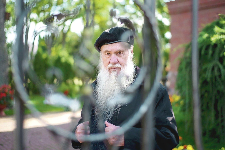 Tik Stačiatikų metropolitas Chrizostomas nemato problemų, kad vargingai gyvenantys žmonės įsikurs bendrabutyje.<br>V.Ščiavinsko nuotr.