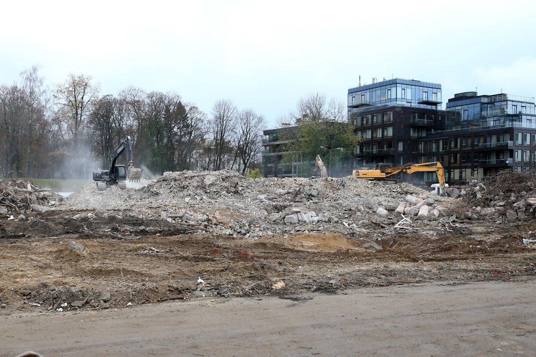 Prieš metus buvo labai skubama kuo brangiau nugriauti Profsąjungų rūmus.<br>R.Danisevičiaus nuotr.