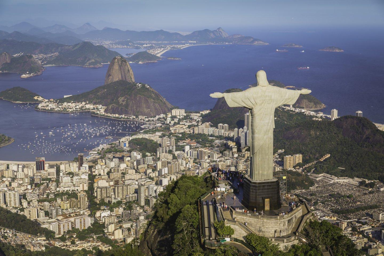1931 m. Brazilijos mieste Rio de Žaneire pašventinta ant Korkovado kalno pastatyta 38 m aukščio Kristaus Atpirkėjo statula, tapusi miesto simboliu.<br>123rf