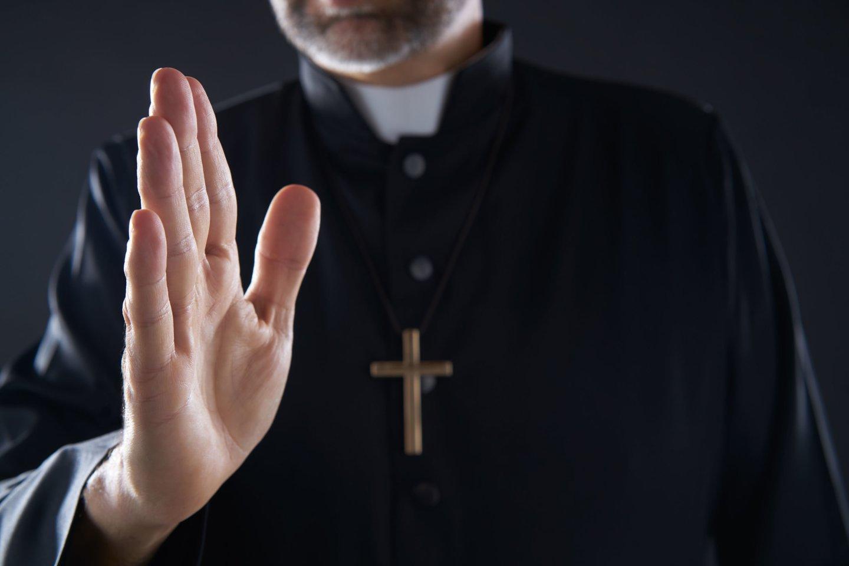 Kol bus toleruojančių, žinančių ir priimančių tokius dalykus kaip normą, nepasikeis ir dvasininkija, nepasikeis ir visuomenė.<br>123rf nuotr.