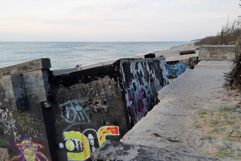 Baterija nuslinko į paplūdimį.<br>G.Pilaičio nuotr.
