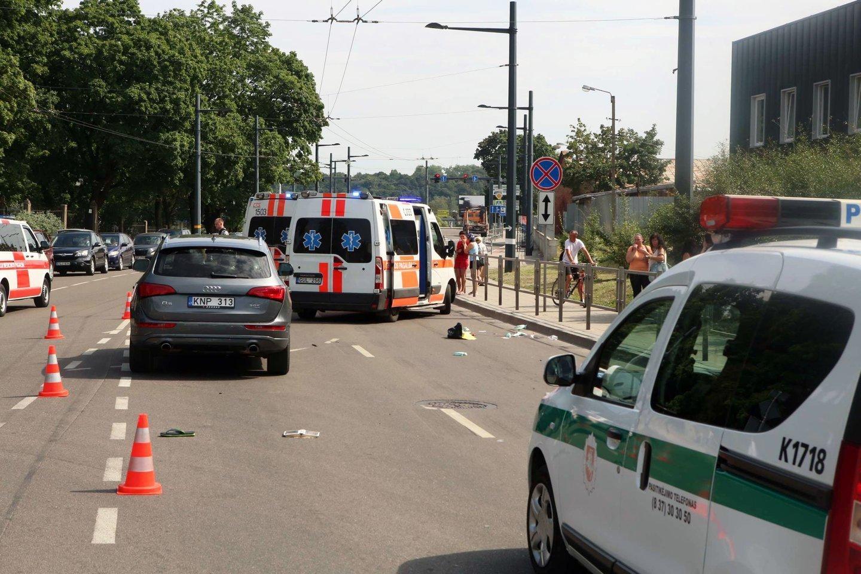 """Per avariją žuvusio A.Stoletovo tėvai siekia, kad """"Audi"""" vairuotojai A.Statkevičiūtei būtų skirta reali laisvės atėmimo bausmė.<br>M.Patašiaus nuotr."""