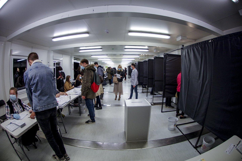 Pirmasis Seimo rinkimų turas baigėsi.<br>V.Ščiavinsko nuotr.