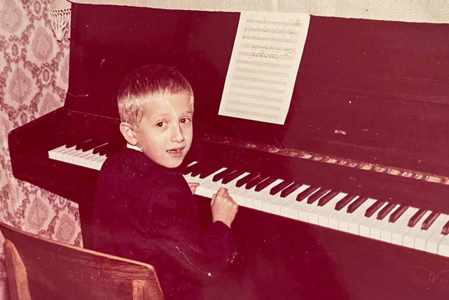 Linas Adomaitis vaikystėje.<br>Soc. tinklo nuotr.