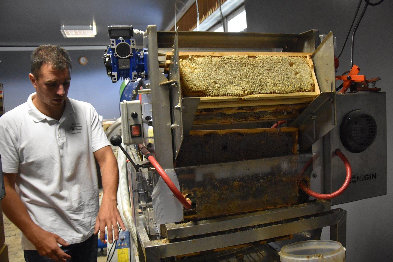 Už paramos lėšas Vaidas įsigijo dideliam bitynui būtinos įrangos.