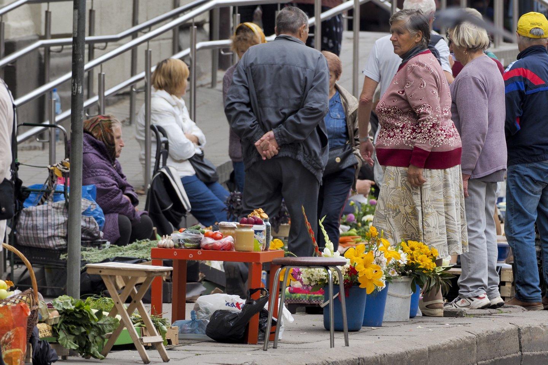 Koronaviruso krizės sukeltas nerimas privertė Lietuvos gyventojus taupyti.<br>V.Ščiavinsko nuotr.