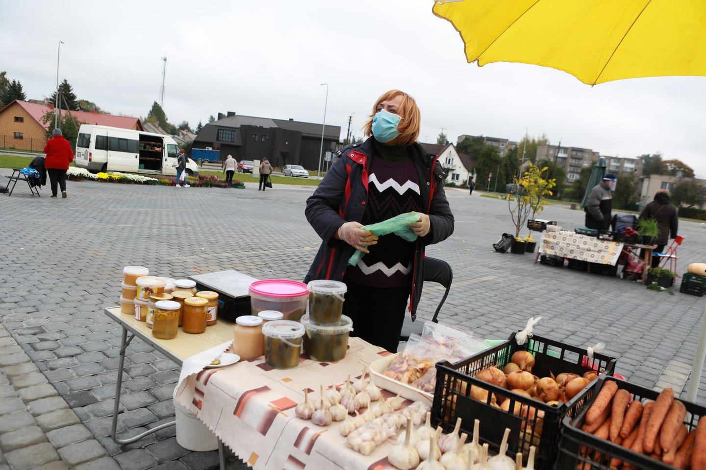 Koronaviruso krizės sukeltas nerimas privertė Lietuvos gyventojus taupyti.<br>G.Bitvinsko nuotr.