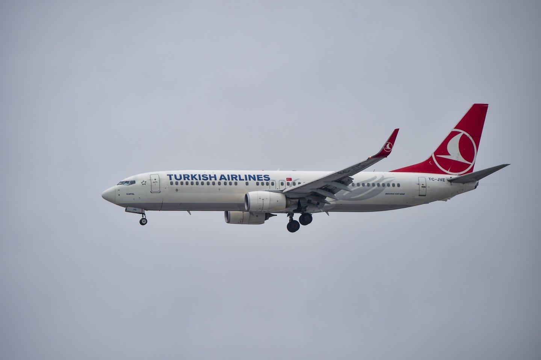 """Turkijos skrydžių bendrovė """"Turkish Airlines"""" atnaujina skrydžius tarp Vilniaus ir Stambulo. Skrydžiai atnaujinami, nuo spalio 12 dienos Lietuvos piliečiams nebetaikant saviizoliacijos nei Turkijoje, nei Lietuvoje.<br>V.Ščiavinsko nuotr."""