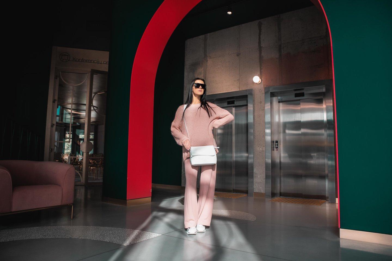 Žinomos moterys atvirai apie savo drabužių spintas – jose yra neįtikėtinų perliukų.<br>Ilya Yakover nuotr.