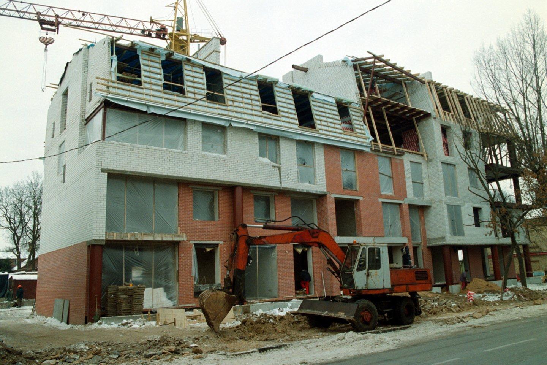 Kai kurių Seimo narių siūlymą miestuose įteisinti pastatų iki 80 kv. m ploto statybas be leidimų sulaukė įvairių reakcijų.<br>J.Staselio nuotr.