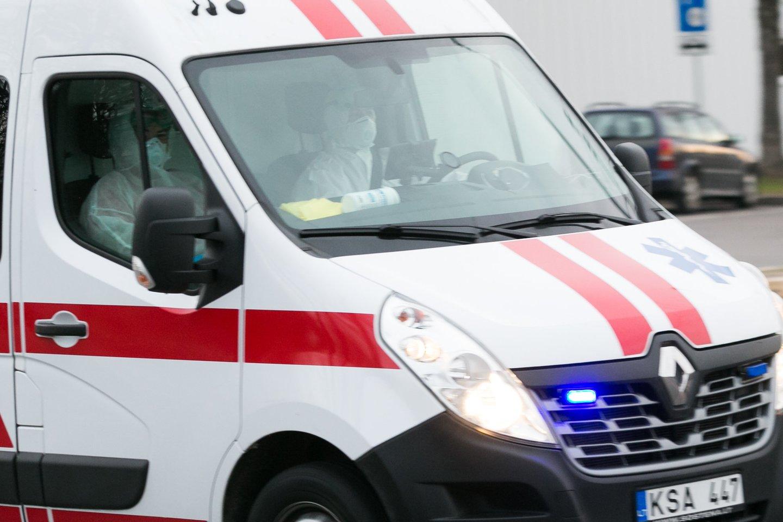 Daugėjant užsikrėtusiųjų Klaipėdos mieste savivaldybė planuoja didinti testavimo apimtis mobiliajame punkte, ieškos būdų, kaip valdyti grėsmes per popamokinius užsiėmimus.<br>T.Bauro nuotr.