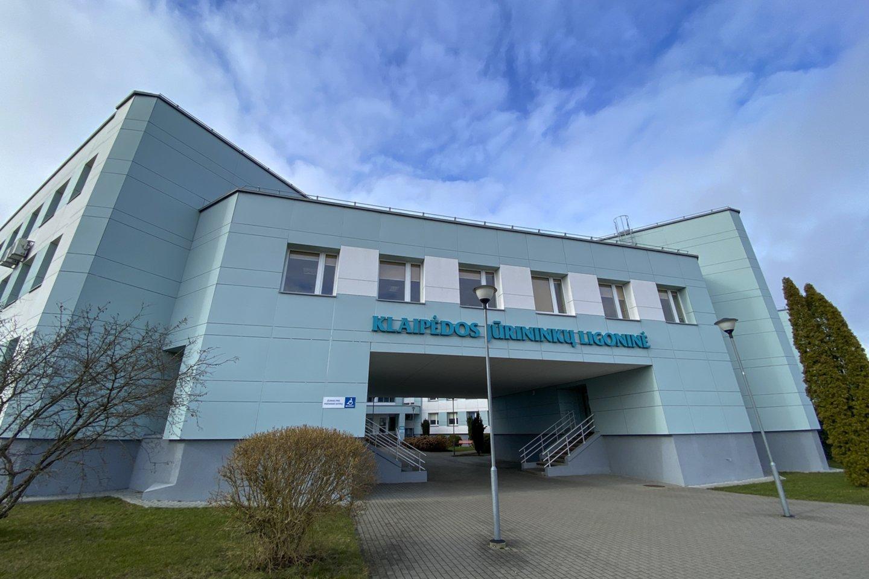Daugėjant užsikrėtusiųjų Klaipėdos mieste savivaldybė planuoja didinti testavimo apimtis mobiliajame punkte, ieškos būdų, kaip valdyti grėsmes per popamokinius užsiėmimus.<br>V.Ščiavinsko nuotr.