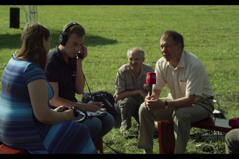 """Kaimo gyventojai tapo ilgamečio projekto """"Gustoniai"""" dalyviais.<br>Kadras iš filmo."""