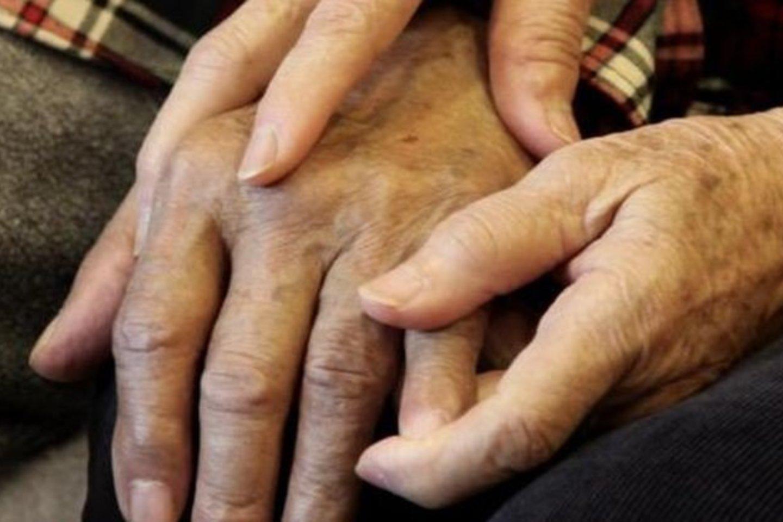 Alzheimerio liga yra siejama sutaubaltymų bei beta-amiloidinių plokštelių sankaupomis smegenyse.<br>AP asociatyvi nuotr.
