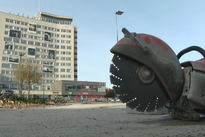 Šešis milijonus kainuosianti Panevėžio centrinės aikštės ir jos prieigų rekonstrukcija kaitina aistras.<br>Stop kadras
