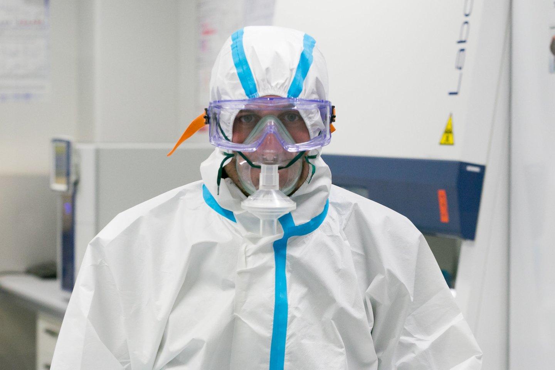 Vis labiau aštrėjanti koronaviruso situacija šalies epidemiologuskasdien priverčia susiimti už galvos, o visuomenėišgirstavis niūresnes prognozes.<br>T.Bauro nuotr.