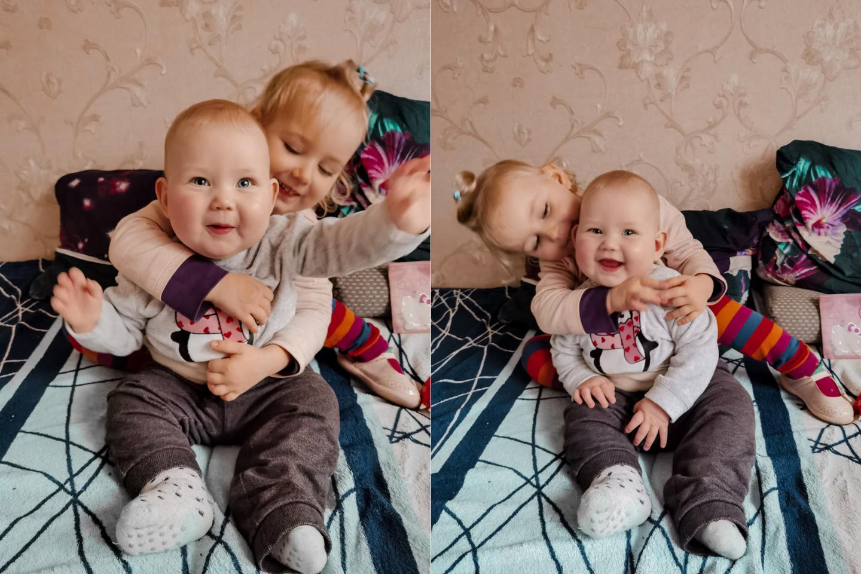 Vyresnėlei Atėnei dveji, mažylei Patricijai - septini mėnesiai ir jos abi žinda mamos pienelį.<br> Asmeninio archyvo nuotr.
