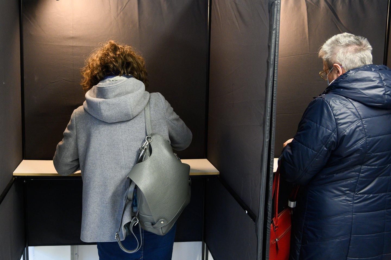 Šis penktadienis buvo paskutinė diena, kai kandidatai ir jų rėmėjai gali agituoti prieš sekmadienį vyksiantį Seimo rinkimų antrąjį turą.<br>V.Skaraičio nuotr.
