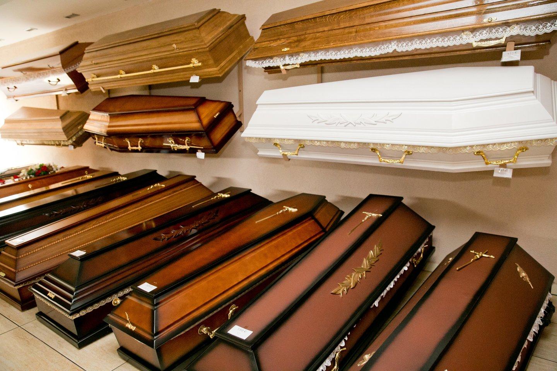 Artimuosius nusprendžia laidoti karste, urnoje arba net kapsulėje, tačiau kiek žmonių pasirenka ekologišką laidojimą?<br>T.Bauro nuotr.