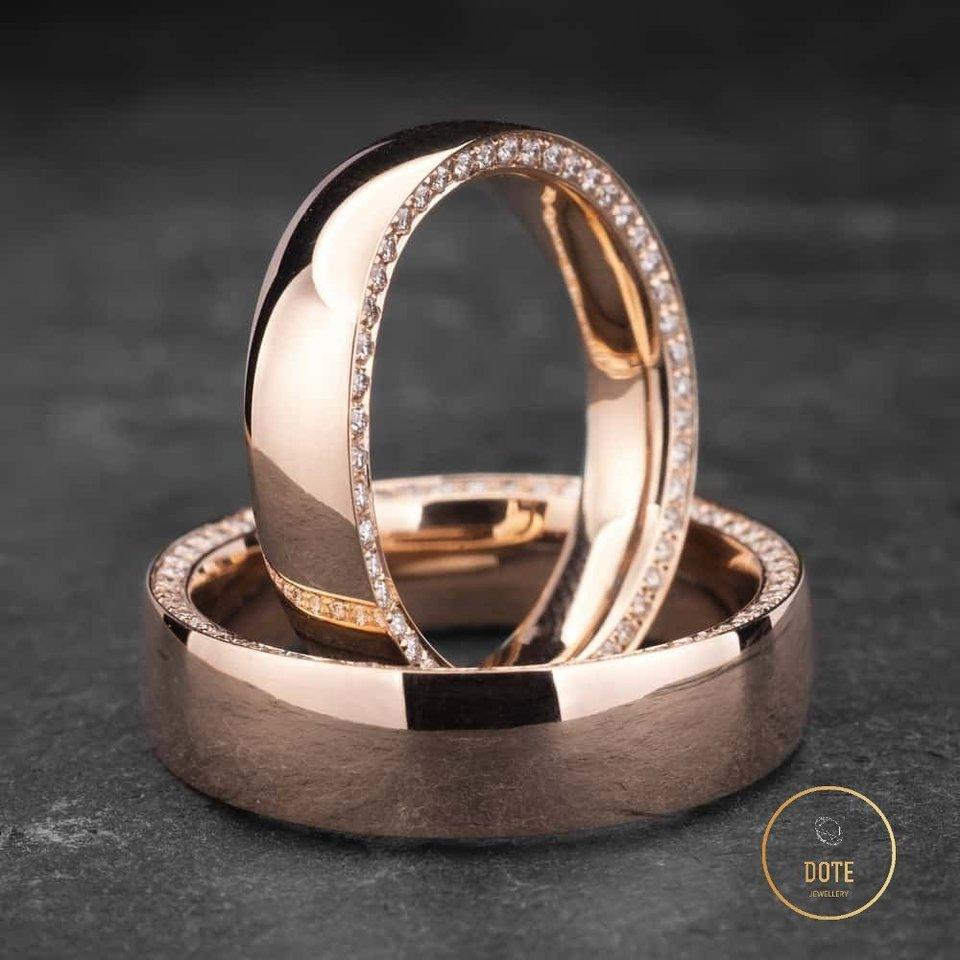 """Rausvo aukso žiedai.<br>""""Dotė juvelyrika"""" nuotr."""