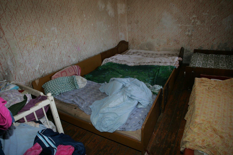 Motinos sviestas mažylis atsitrenkė į sieną, o po to įkrito į lovytę.<br>M.Patašiaus asociatyvi nuotr.