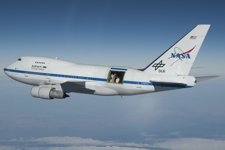 Pirmadienį paskelbta, kad naudojantis skraidančia observatorija SOFIA, regimojoje Mėnulio pusėje buvo aptiktas ir vanduo.<br>Wikimedia commons