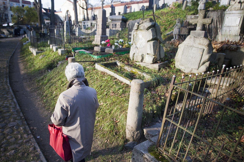 Kapinių priežiūra – anytos hobis, meditacija, pabendravimas su protėviais.<br>J.Stacevičiaus nuotr.
