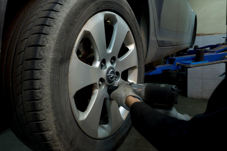 Atėjus rudeniui dėl ilgiau trunkančios tamsos, darganų ar pirmųjų šalnų vairuotojams kyla daug iššūkių.<br>V.Ščiavinsko nuotr.