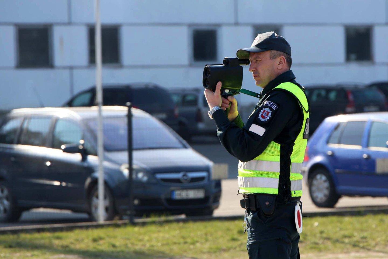 Neblaivūs vairuotojai tikrai negali jaustis nebaudžiami, mat įvairias policines priemones organizuoja patruliuojantys Kėdainių rajono policijos komisariato pareigūnai.<br>M.Patašiaus nuotr.