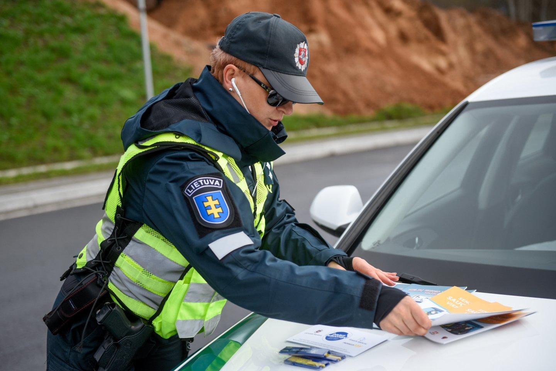 Neblaivūs vairuotojai tikrai negali jaustis nebaudžiami, mat įvairias policines priemones organizuoja patruliuojantys Kėdainių rajono policijos komisariato pareigūnai.<br>D.Umbraso nuotr.