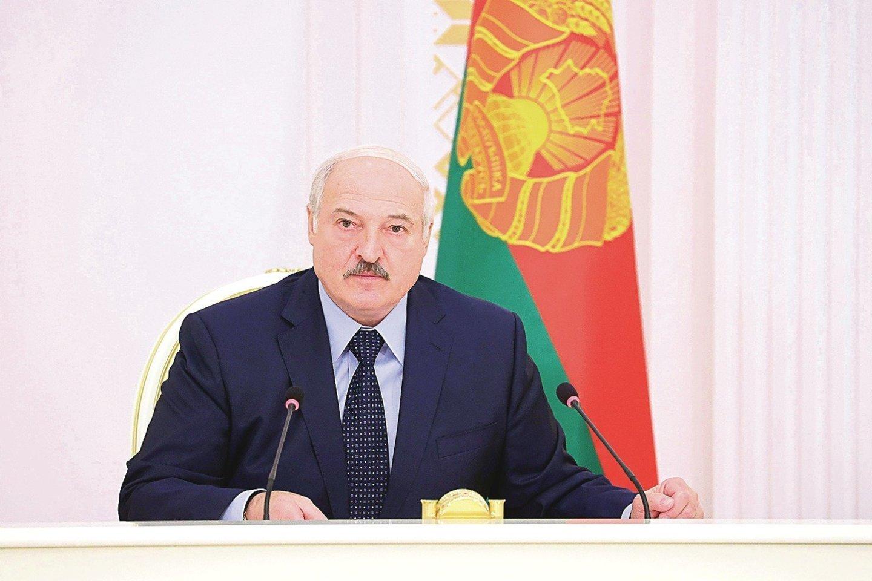A.Lukašenka ne kartą kaltino užsienio valstybes, ypač artimiausias kaimynes, esą šios diriguoja opozicijos potestams Baltarusijoje.