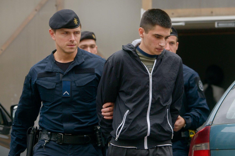 Teisme atgailavę I.Strazdauskaitės žudikai (nuotr. M.Bieliauskas) po nuosprendžio puolė pateikinėti skundus.<br>J.Stacevičiaus nuotr.