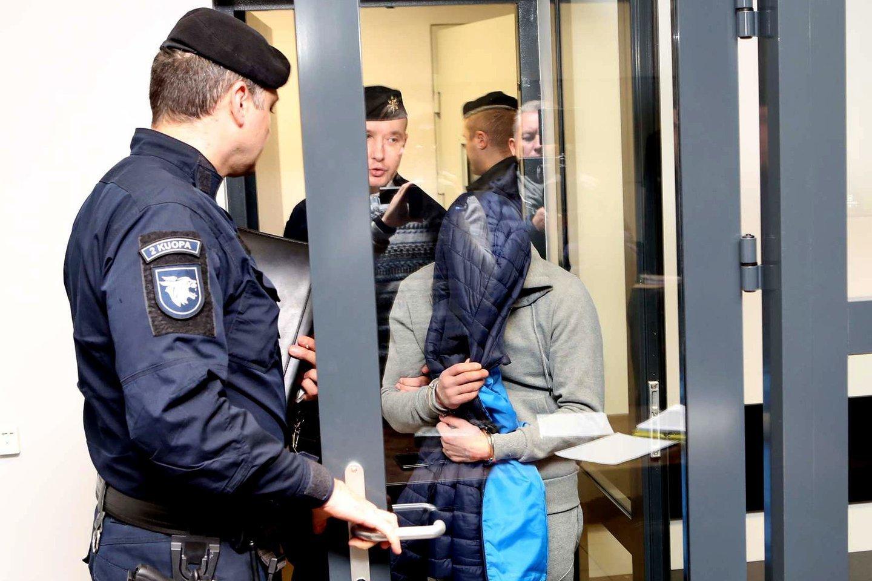 Teisme atgailavę I.Strazdauskaitės žudikai po nuosprendžio puolė pateikinėti skundus.<br>G.Bitvinsko nuotr.