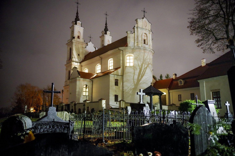 Kalvarijų bažnyčia,vėlinės,kapinės,ruduo,orai<br>V.Ščiavinsko nuotr.