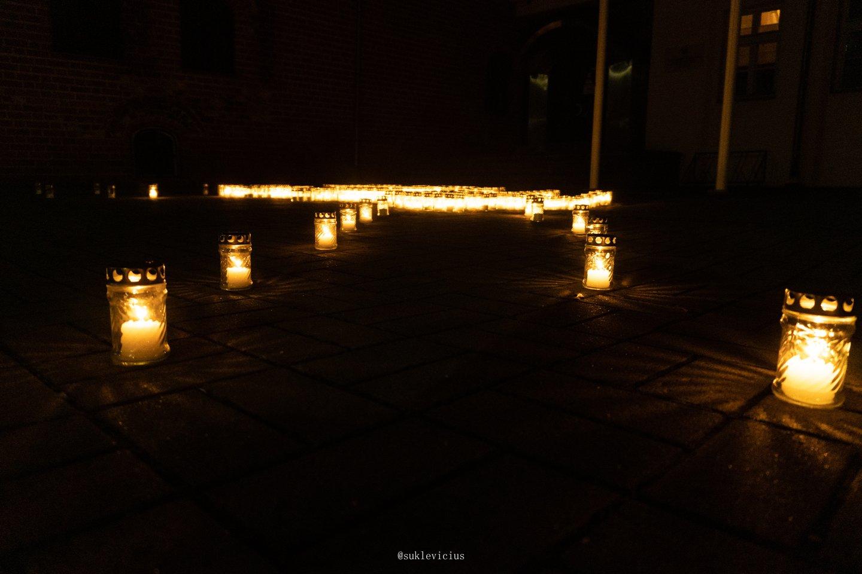 Kiekvienų metų lapkričio 1- oji mums tampa diena, kai visų širdis paliečia ir sušildo šviesa. Vieni ją galime suprasti kaip žvakės šviesą, kiti – kaip palaikančią artimojo ranką, uždėtą ant peties.<br>Panešimo spaudai nuotr.