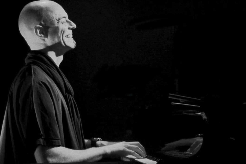 Šveicarų pianistas N.Bärtschas trina ribas tarp klasikinės muzikos ir džiazo.