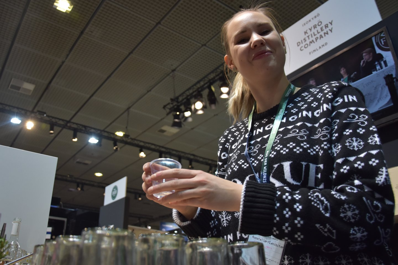 Uždraudžiama parduoti alkoholinius gėrimus, gamyklų supilstytus į gėrimams tiesiogiai vartoti skirtą tarą.<br>A.Srėbalienės asociatyvi nuotr.
