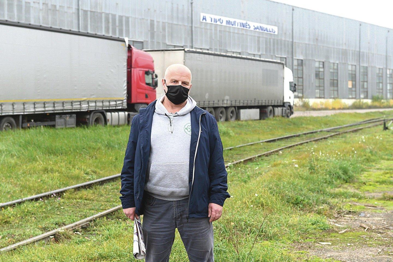 """""""R.Karpavičius buvo geras verslo savininkas, prie jo įmonė neatpažįstamai pasikeitė"""", – teigė logistikos bendrovės """"Ferogama"""" darbuotojas Viktoras.<br>V.Skaraičio nuotr."""