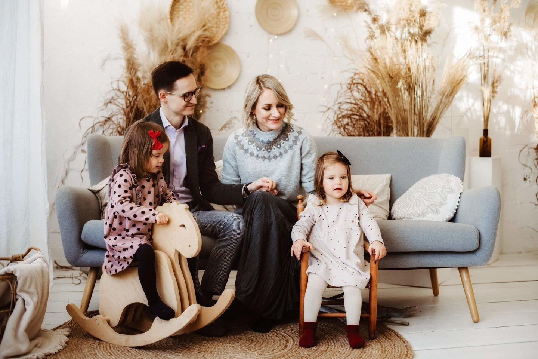 Augant mažylėms, namuose irzlūs ir pavargę buvo net keturi asmenys - dvynukės ir jų tėvai.<br> Asmeninio archyvo nuotr.