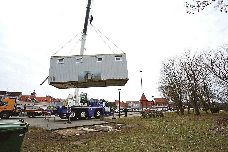 10 metų stovėjęs vadinamasis auksinis tualetas šiemet buvo parduotas vos už 1 tūkstantį eurų.<br>M.Patašiaus nuotr.