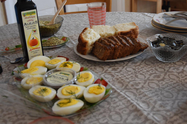 Štai su kuo valgoma kanapinė druska. <br>A.Srėbalienės nuotr.