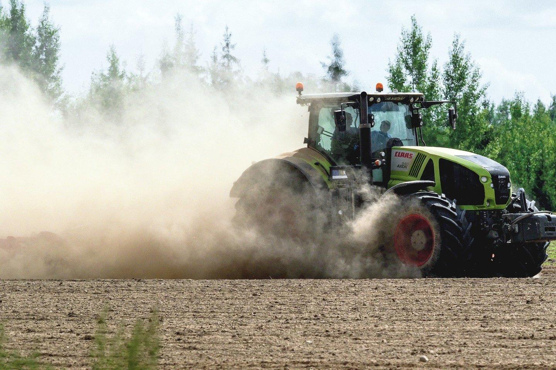Ūkininkai priešinosi, kad būtų įvesti didesni mokesčiai aplinką teršiančiai žemės ūkio technikai.