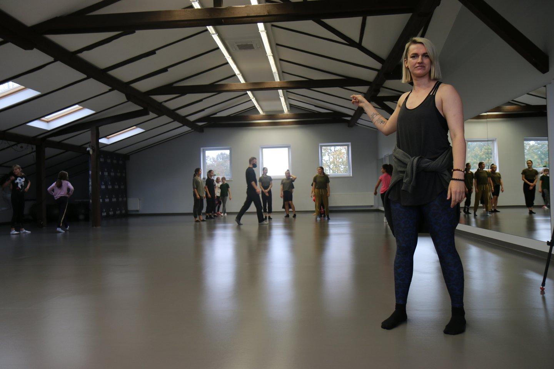 Vos 23-ejų savo šokių studiją Klaipėdoje įkūrusi choreografė, šokių mokytoja Saida Saldukaitė prieš septynerius metus šokių užsiėmimus vedė vos keliems vaikams, o šiandien džiaugiasi didele šokio šeima.<br>I.Naureckaitės nuotr.