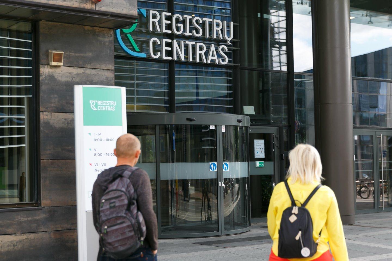 Teisingumo ministras siūlys sumažinti spalį įsigaliojusius Registrų centro įkainius už paveldėto turto registravimą, o centrui siūlys grąžinti žmonėms permokas.<br>T.Bauro nuotr.