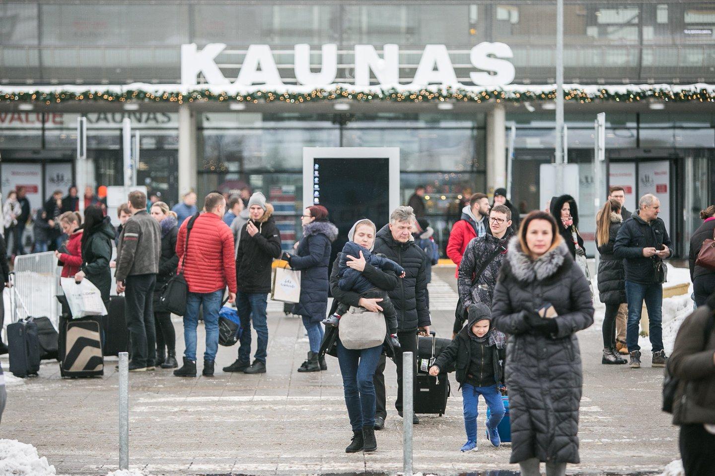 Kauno oro uoste avariniu būdu nusileido lėktuvas iš Latvijos.<br>G.Bitvinsko nuotr.