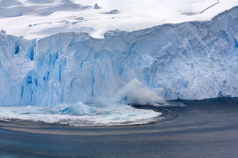 1820 m. JAV jūrininkas Nathanielis Brownas Palmeris atrado Antarktidos pusiasalį. Pusiasalio pietinė dalis vėliau buvo pavadinta Palmerio Žeme, salynas greta pusiasalio – Palmerio salynu.<br>123rf