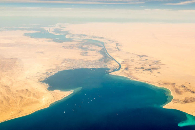 1869 m. oficialiai atidarytas Atlanto ir Indijos vandenynus jungiantis Sueco laivybos kanalas. Kanalas laikomas riba tarp Azijos ir Afrikos.<br>123rf