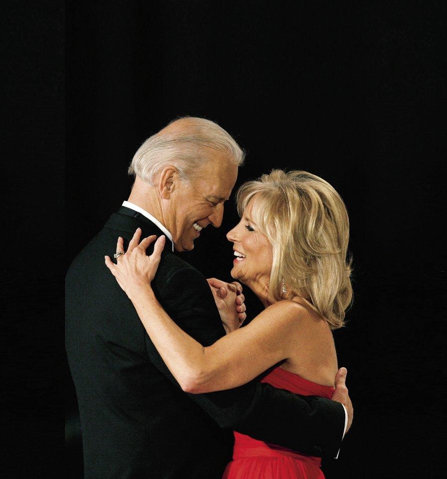 Joe Bidenas su žmona Jill.<br>Scanpix nuotr.